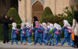 Zwergenparade: wahrscheinlich Erstklässler beim Schulausflug in Isfahan.