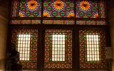 Glasfenster in der Karim-Khan-Zand-Festung von Shiraz von innen...