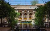 Typischer Innenhof eines der vielen traditionellen Hotels in Yazd.