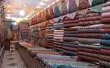 Man sieht auch hier, wir sind auf der richtigen Route: Exportschlager aus Yazd ist Seidenbrokat.