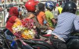 Auf nach Kathmandu, mit den anderen Motorrädern kämpfen wir an jeder Ampel um die Pole-Position.