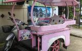 Tuk Tuk (Motorradtaxi) im hier angesagten Hello-Kitty-Design.