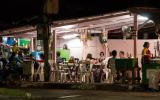 Unsere wunderbare Futterstelle: Warung in Surin.