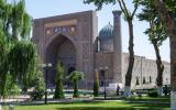 Samarkand: Registon-Platz, angelegt im 14. Jhd. als Handelsplatz für die durchziehenden Karawanen, umgeben vor drei riesigen Medresen.