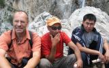 Thomas, unser Pferde-Guide und ein anderer Besucher am Großen Wasserfall (80 m, auf 2.100 m Höhe).