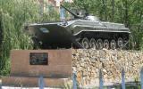 Für uns merkwürdige Denkmäler wie dieses sehen wir ziemlich oft in Kirgistan.